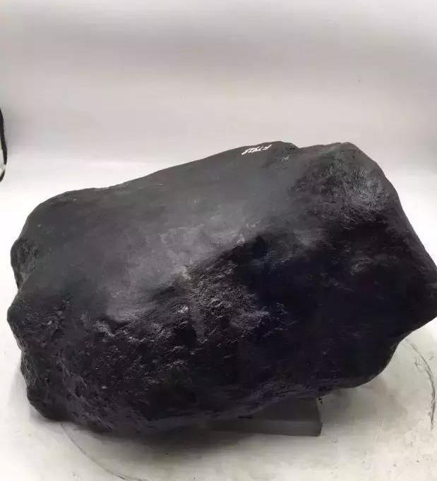 翡翠原石的简单介绍,会对翡翠原石甄别吗?