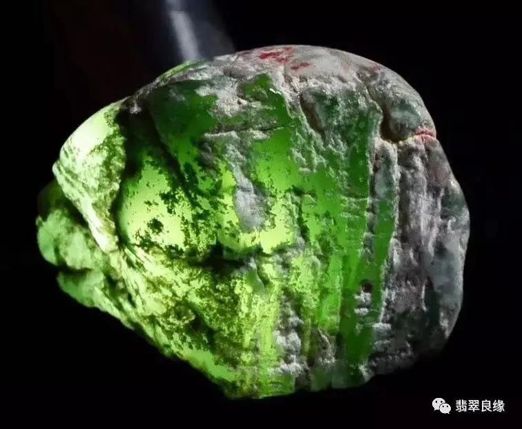 什么样的翡翠原石才值得赌 翡翠赌石究竟赌什么