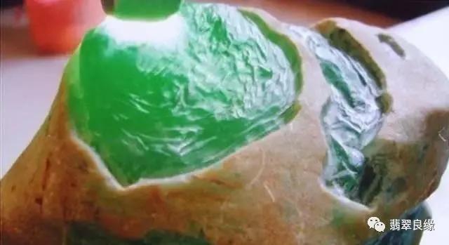 翡翠原石的皮壳是如何形成的 翡翠皮壳的类型有哪些