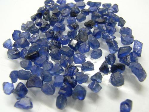 喀什米尔蓝宝石的选购和保养 好物还需会养