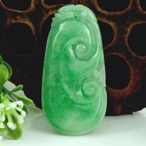 豆青种的翡翠材料雕刻而成翡翠白菜 各类名贵玉石珠宝的琳琅满目种类齐全