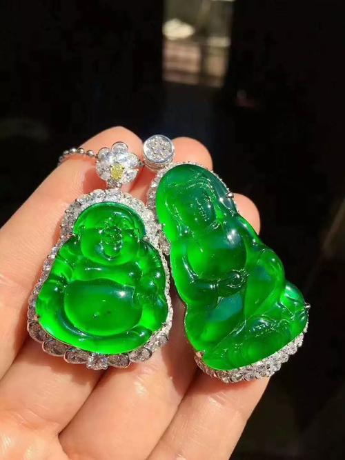 翡翠怎么挑选 翡翠中颜色最好价值最高的绿色是帝王绿