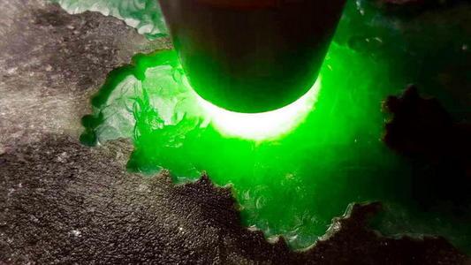翡翠手镯里面的深绿色好不好吗合江玉石没有收藏和经济价值